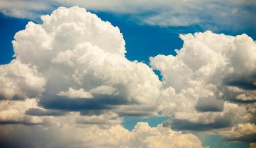 Au fil des nuages