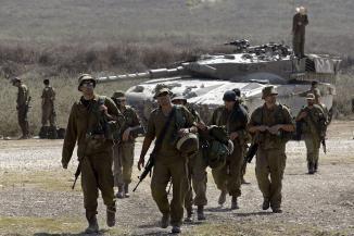 Des soldats réservistes de Tsahal sur une base militaire israélienne en août 2006.