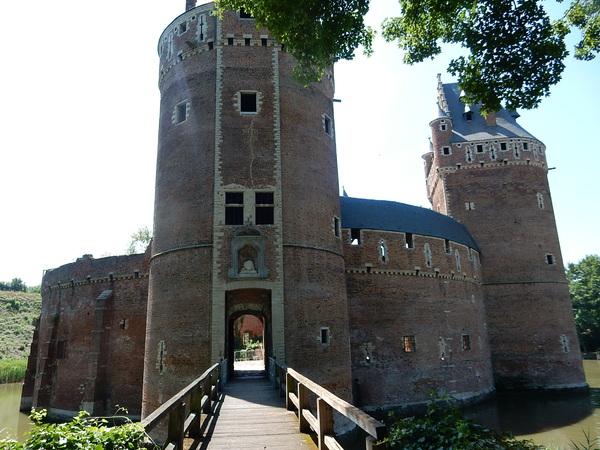 Beersel : de la gare au château