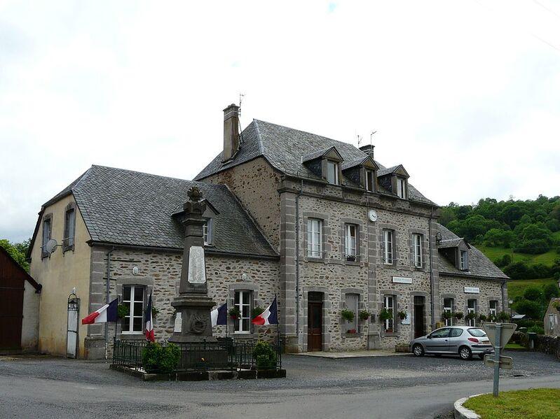 La mairie (et ancienne école).