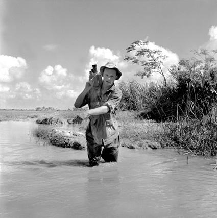 Le reporter-caméraman de l'armée Pierre Schoendoerffer
