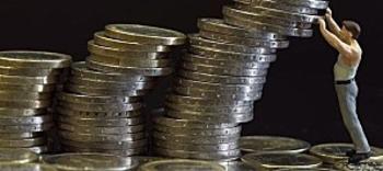 des-piles-d-euros