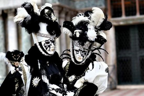 carnaval-venise-masque-deguisement-14-550x366