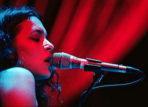 "Norah Jones : CD "" Live At The House Of Blues , Chicago April 16, 2002 & New Orleans August 24, 2002 "" SB Records DP 114 [ FR ]"