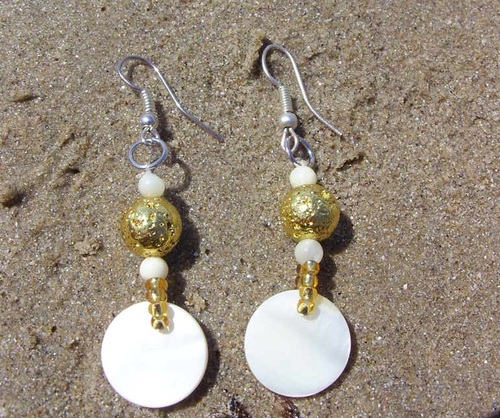 Boucles d'oreilles assorties au collier en nacre