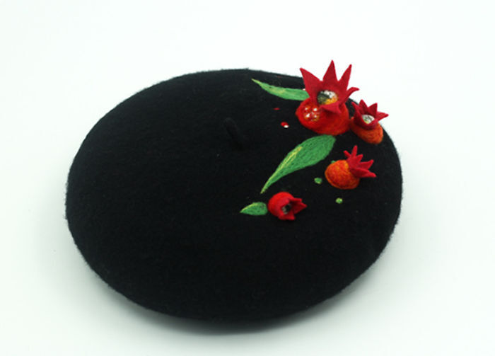 I Using Needle Felt Techniques To Make Wool Beret, Kiss Lock Pouch And Phone Cases