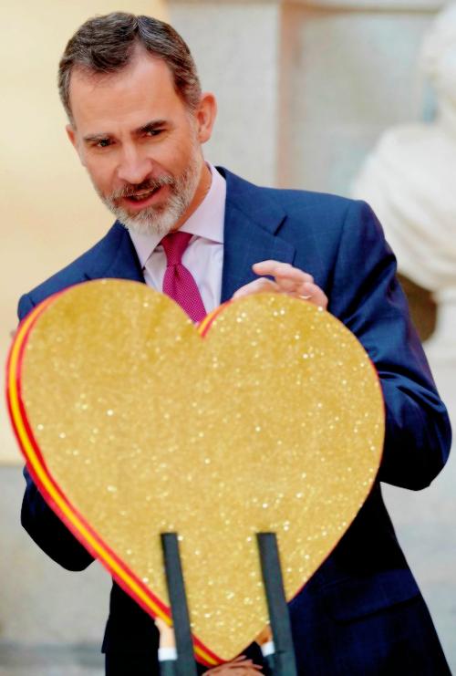 Felipe nous souhaite la St Valentin  -  mdr