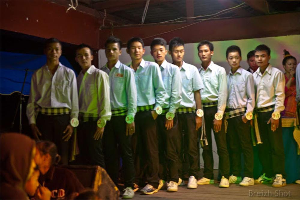 Luang Namtha : Concours d'élégance et de bienséance - garçons