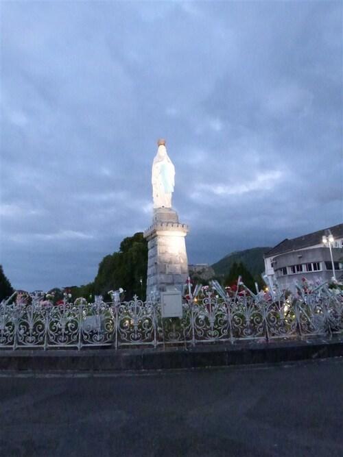La procession ( la nuit )