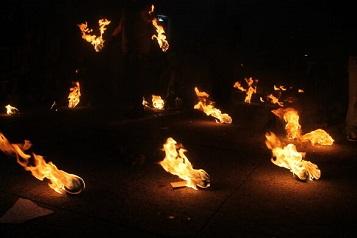 Le festival des boules de feu ...