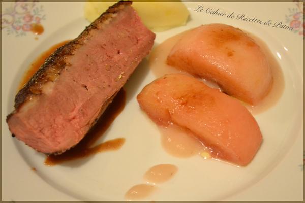 Filet de canard rôti jus au bourgeon de cassis de Bourgogne, pêches confites