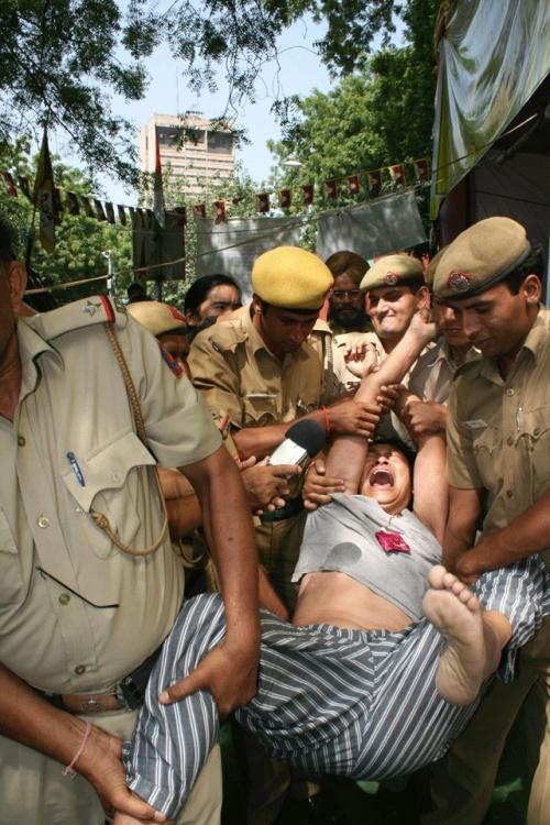 Grève de la faim en Inde : les 3 Tibétains emmenés de force à l'hôpital