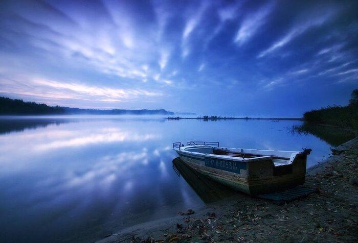 .Reflecting by Pawel Uchorczak.-.Réflexion de Pawel Uchorczak