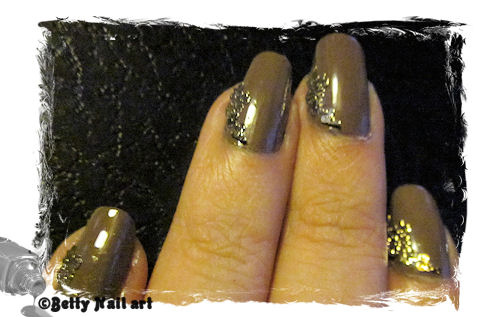 Nail art taupe et or
