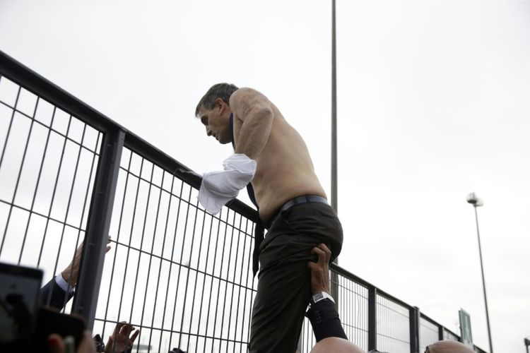 Air France : l'affaire de la chemise déchirée devant ses juges