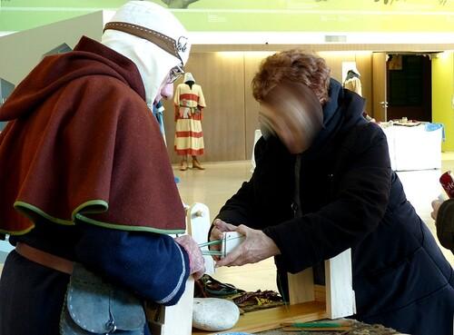 Présentation du tissage aux galons à l'Historial de Vendée le 25 février 2018