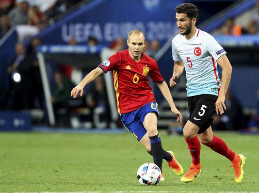 Dégarni comme Zidane à sa meilleure époque, Iniesta a survolé la rencontre.