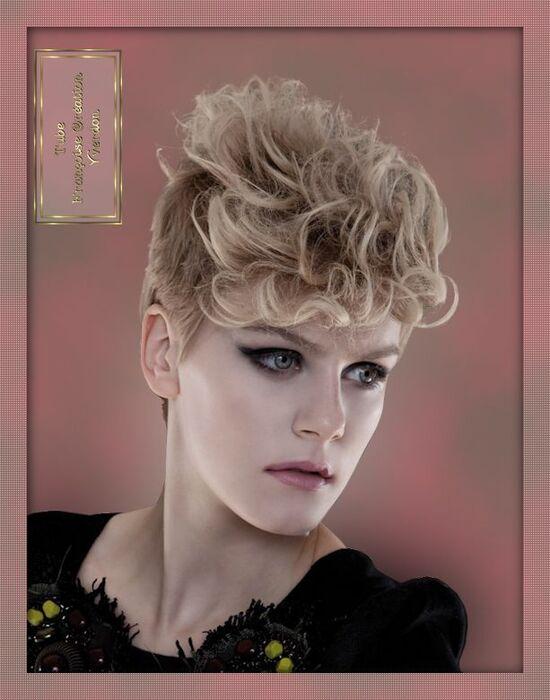 Femmes cheveux bouclés (31 à 37)