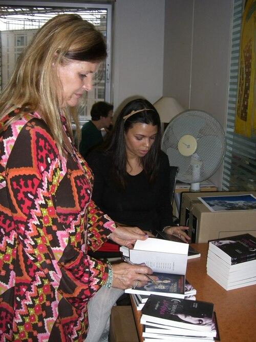 Pc et Kristin Cast dans les locaux de Pocket Jeunesse le 19/11/2012