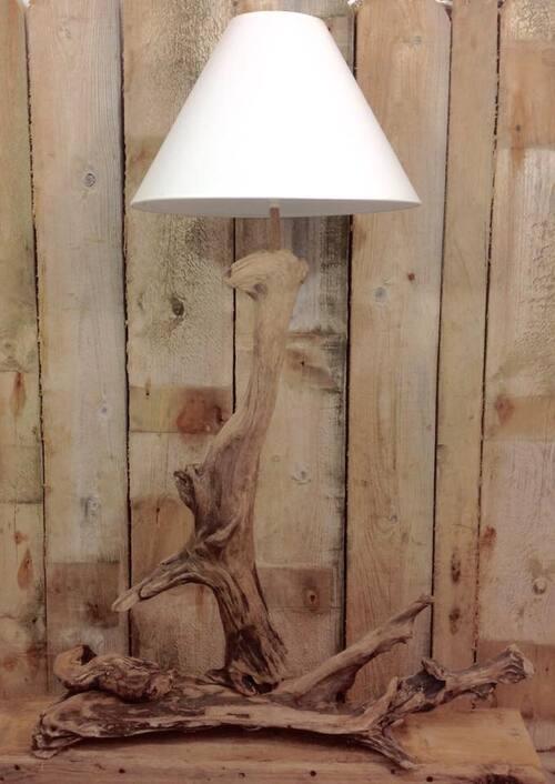 jolie lampe design en bois flotté