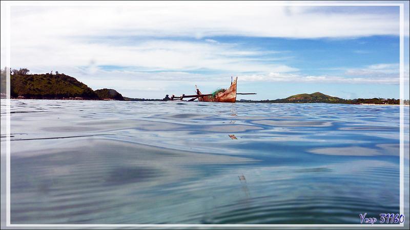 Pêcheur en apnée et au filet - Chapeau de paille - Nosy Sakatia - Madagascar
