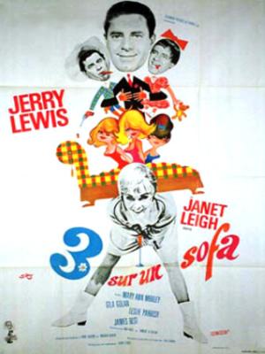 Trois sur un sofa : Un artiste a l'occasion de partir pour Paris et veut que sa fiancée l'accompagne. Mais, celle-ci est psychiatre et s'occupe de 3 femmes qui ont perdu confiance dans les hommes. Pour les guérir plus vite et faire en sorte que sa fiancée l'accompagne, il se déguise en trois hommes différents et tente de leur redonner confiance. ... ----- ... De Jerry Lewis Avec Jerry Lewis, Janet Leigh, James Best plus Genre Comédie Nationalité Américain