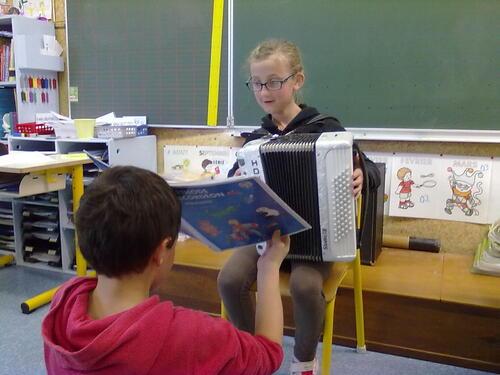 Marie-Lou vient nous jouer de l'accordéon !!
