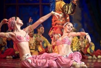 shc3a9hc3a9razade-the-kremlin-ballet-13