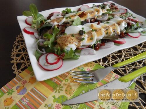 Salade printanière aux œufs durs, jeunes pousses et radis