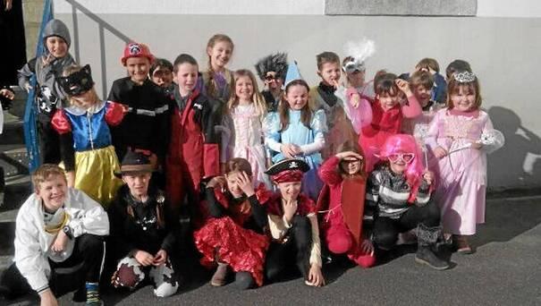 Les écoliers de Saint-Jean ont mis de la bonne humeur et réchauffé l'atmosphère de la commune, à l'occasion du carnaval, mardi. Princesses, chevaliers, et autres héros ont ainsi fêté Mardi gras. Pour l'occasion, la musique résonnait et les enfants se sont laissés aller à quelques pas de danse.