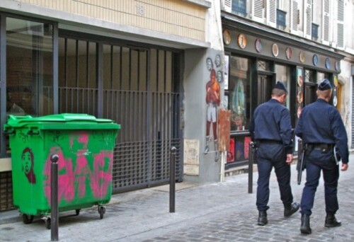 poubelle street-art flics Belleville