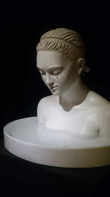 09- Les femmes qui pleurent -Sculptures