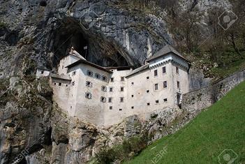 Un château dans une grotte...