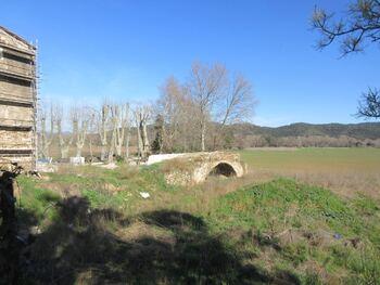 La grande aison du Plan du Pont (en restauration) et le pont