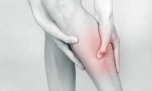 eliminer-les-douleurs-de-jambe-500x300