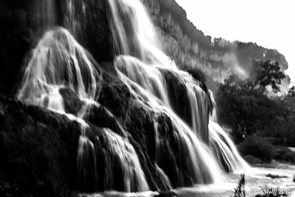 Baume : une cascade sous la pluie