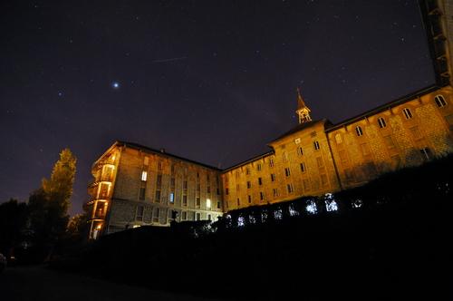 La maison Saint-Anthelme de nuit