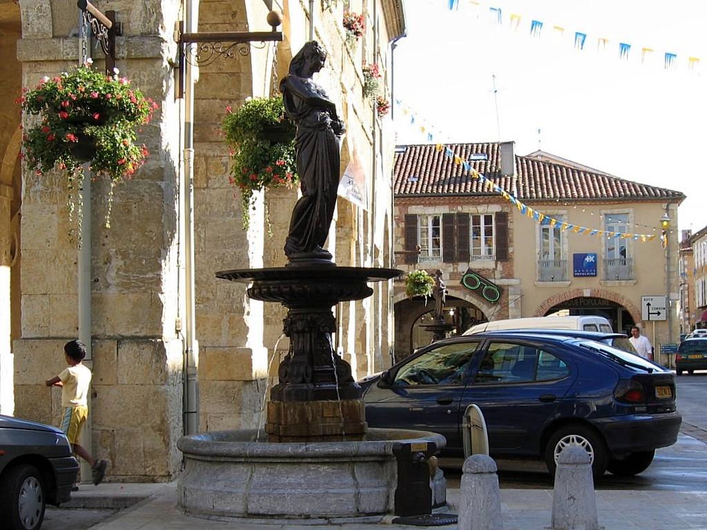 Fleurance-fontaine-03.jpg