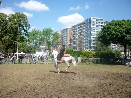 à vélo,à pied à cheval