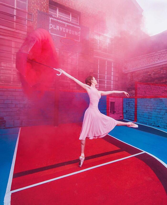28 photographies de belles femmes dansant que j'ai capturées en parcourant le monde