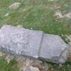 L'ancienne borne frontière numéro 32, couchée,  au collado de Kondendiaga (315 m)