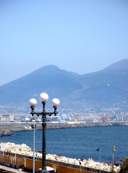 Naples, la baie et le Vésuve