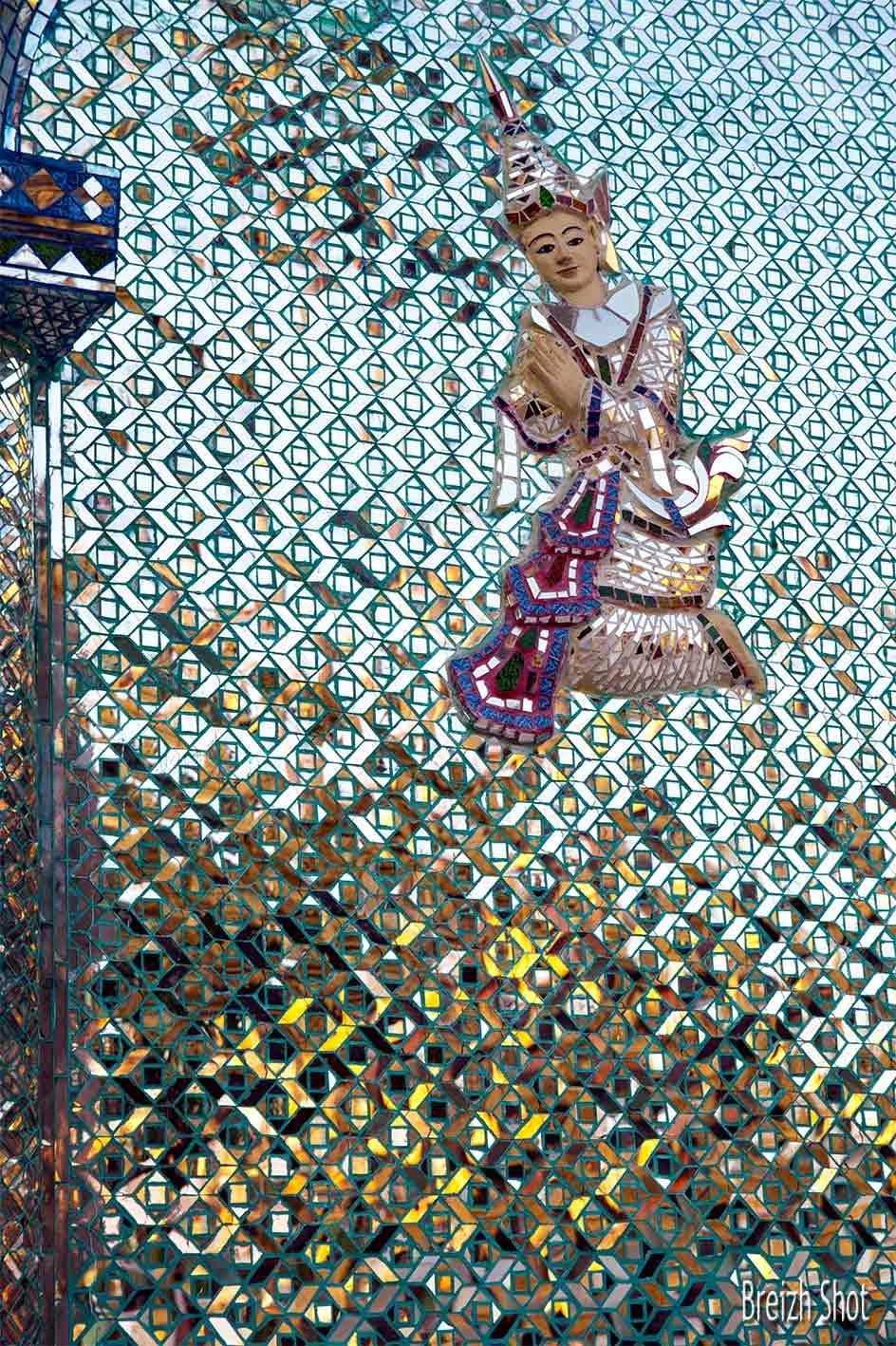 Shwedagon - Divinité en mosaïque