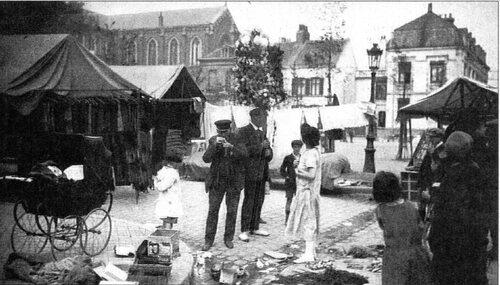 Un square et le marché à la place du lavoir