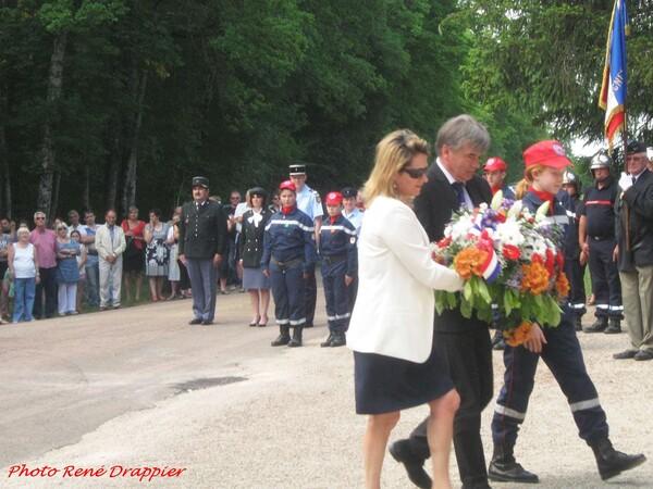 La cérémonie 2015 au monument de la Forêt