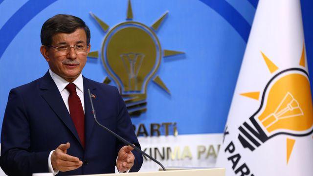 Le Premier ministre turc Ahmet Davutoglu lors d'une conférence de presse au siège de son parti, l'AKP, le 5 mai 2016 à Ankara