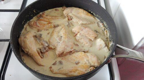 Filet de poulet sauce aux champignons