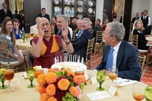 Dalai Lama, George W. Bush, Stallone, gémeaux sataniques