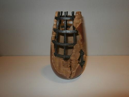 """""""ABANDON"""" Pièce réalisée en HOUX et sculptée - hauteur 19,5 cm -"""