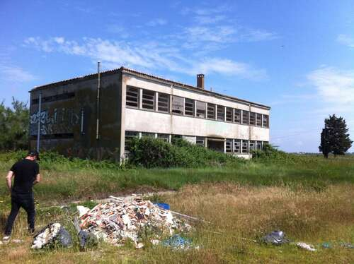 Complexe agro industriel éventré en Camargue